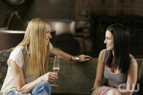 Kelly Lynch e Jessica Lowndes in una scena dell'episodio Another Another Chance di 90210