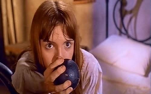 Micaela Esdra in una scena del film Operazione paura (1966)