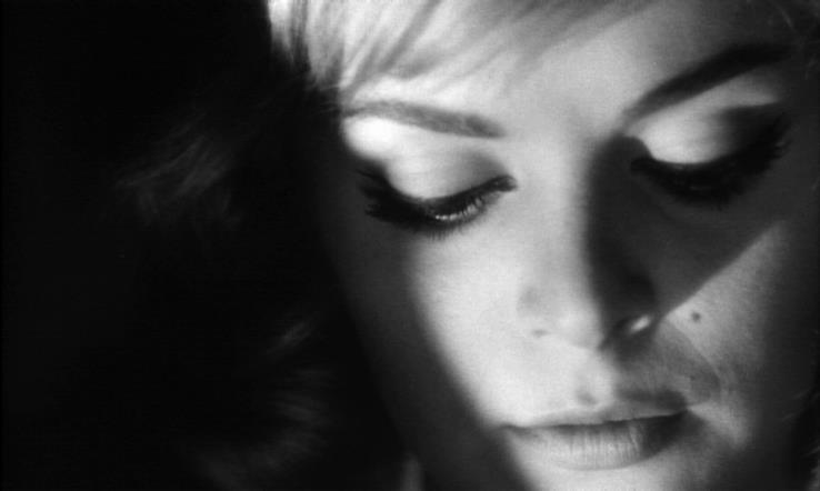 Un primo piano di Letícia Román nel film La ragazza che sapeva troppo