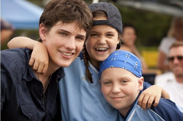 Michael Bolten, Bailee Madison e Tanner Maguire in una scena del film Letters to God