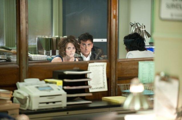 Tina Fey e Steve Carell in una scena del film Notte folle a Manhattan