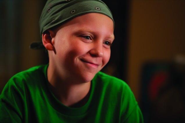 Un intenso primo piano del piccolo Tanner Maguire dal film Letters to God