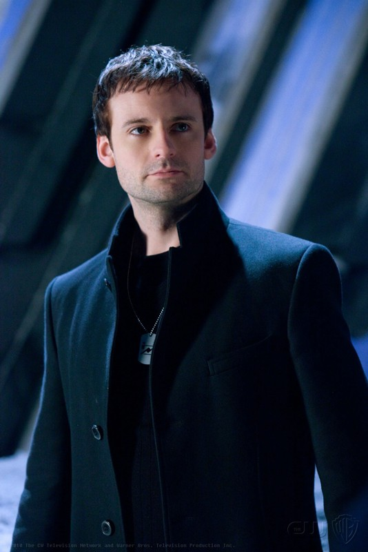 Callum Blue è il malvagio Zod, in una scena nell'episodio Upgrade di Smallville