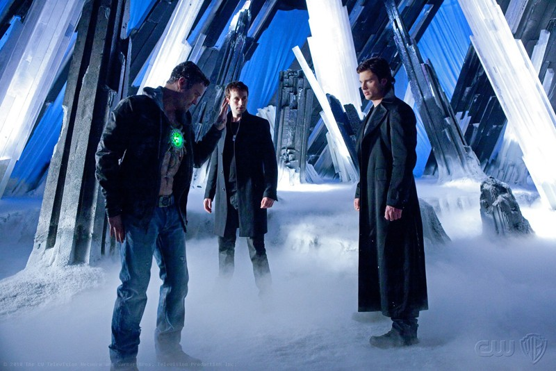 Il trio dai superpoteri si ritrova alla Fortezza in una scena dell'episodio Upgrade di Smallville