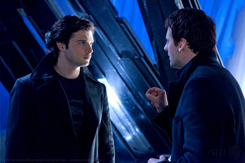 The Blur (Tom Welling) affronta Zod (Callum Blue) alla Fortezza in una scena dell'episodio Upgrade di Smallville