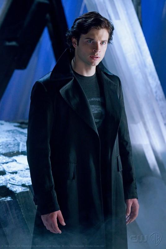 Un momento dell'episodio Upgrade di Smallville con The Blur (Tom Welling)