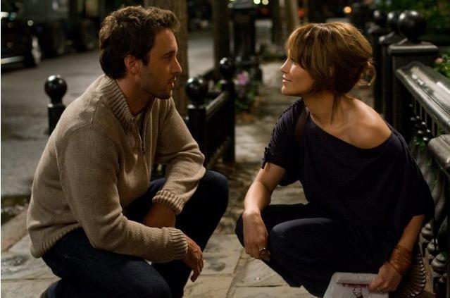 Alex O'Loughlin e Jennifer Lopez in un'immagine della commedia Piacere, sono un po' incinta