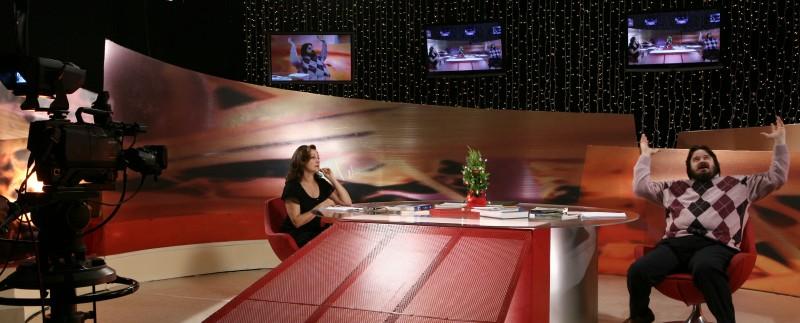 Carla Signoris e Giuseppe Battiston nell'episodio Innocenti evasioni di Tutti pazzi per amore 2