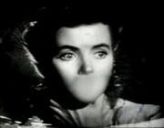 Dorothy McGuire in una scena del film La scala a chiocciola