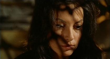 Fabienne Dali in una sequenza del film horror Operazione paura