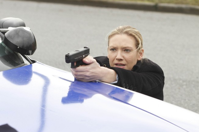 Fringe: Anna Torv in una scena dell'episodio The Man from the Other Side