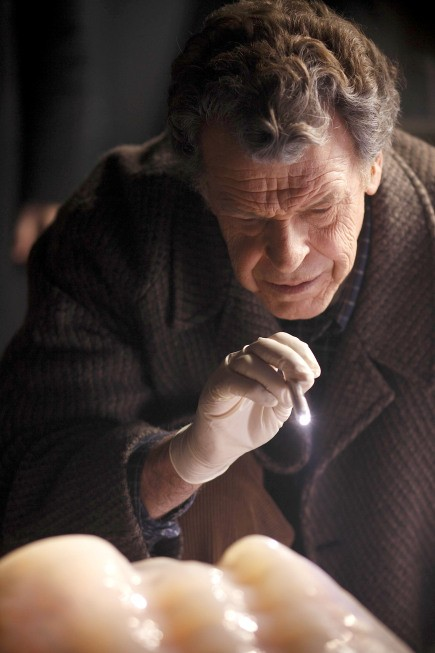 Fringe: John Noble nell'episodio The Man from the Other Side