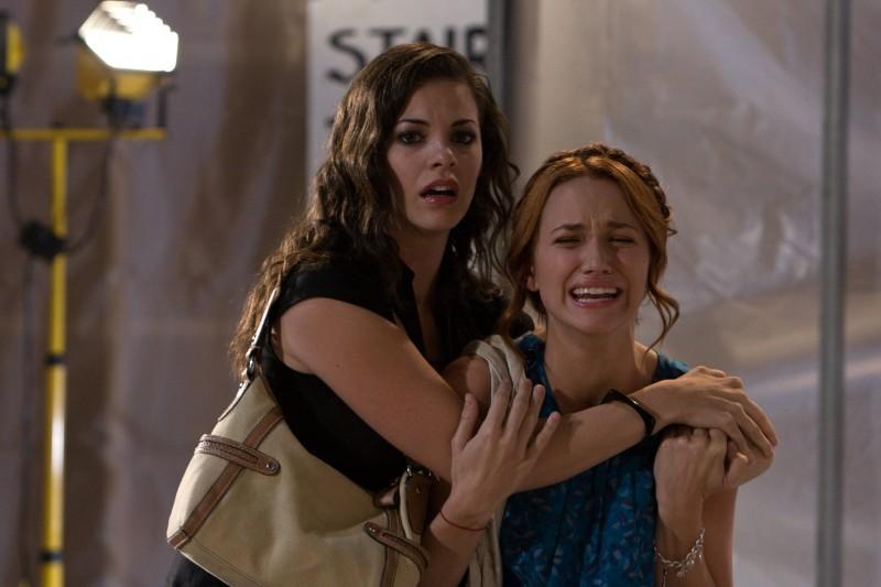 Haley Webb e Shantel Vansanten nell'horror The Final Destination 3D