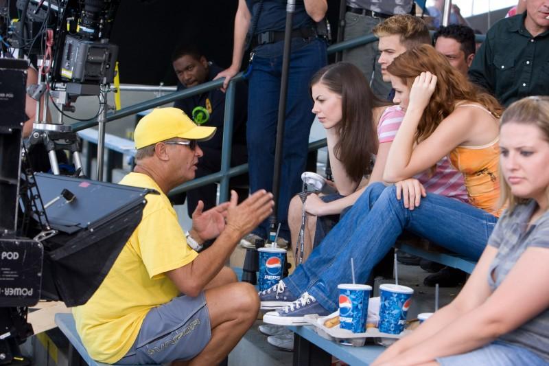 Il regista David R. Ellis con Mykelti Williamson, Nick Zano, Haley Webb e Shantel Vansanten sul set dell'horror The Final Destination 3D