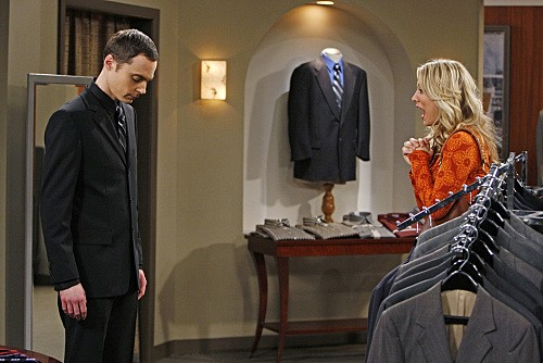 Jim Parsons e Kaley Cuoco nell'episodio The Pants Alternative di The Big Bang Theory