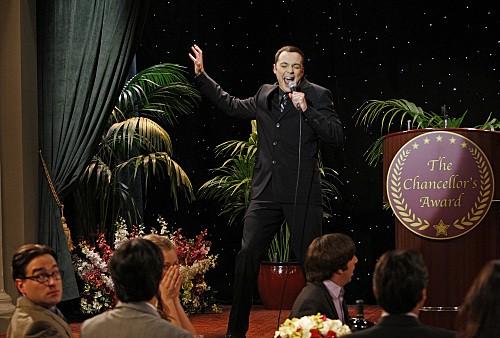 Jim Parsons in una scena dell'episodio The Pants Alternative di The Big Bang Theory
