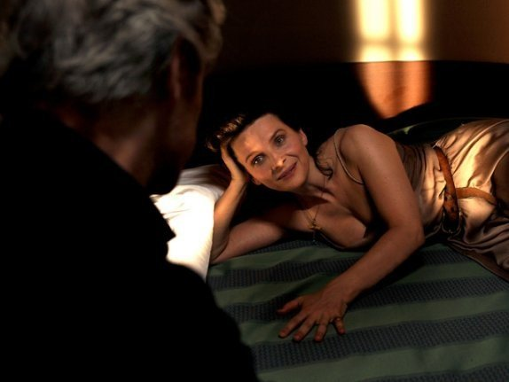 Juliette Binoche e William Shimell in un'immagine di Copia conforme