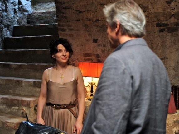 Juliette Binoche e William Shimell in una scena del film Copia conforme