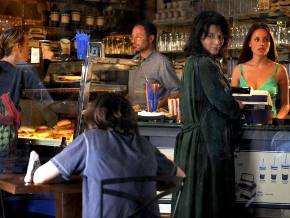 Juliette Binoche in una scena del film Copia conforme