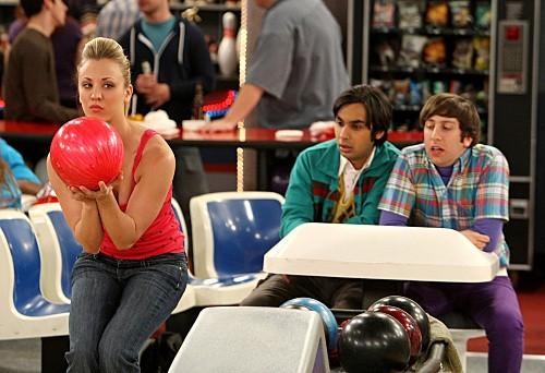 Kaley Cuoco, Kunal Nayyar e Simon Helberg nell'episodio The Wheaton Recurrence di The Big Bang Theory