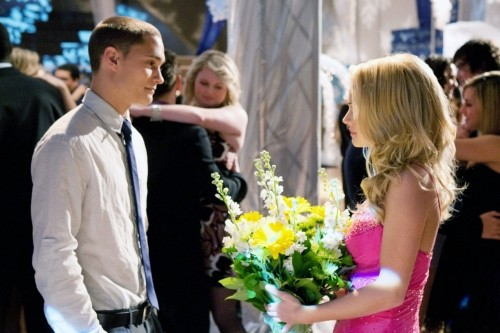 Life UneXpected: Rafi Gavron e Brittany Robertson in una scena dell'episodio Formal Reformed