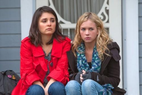 Life UneXpected: Shiri Appleby e Brittany Robertson in una scena dell'episodio Father Unfigured