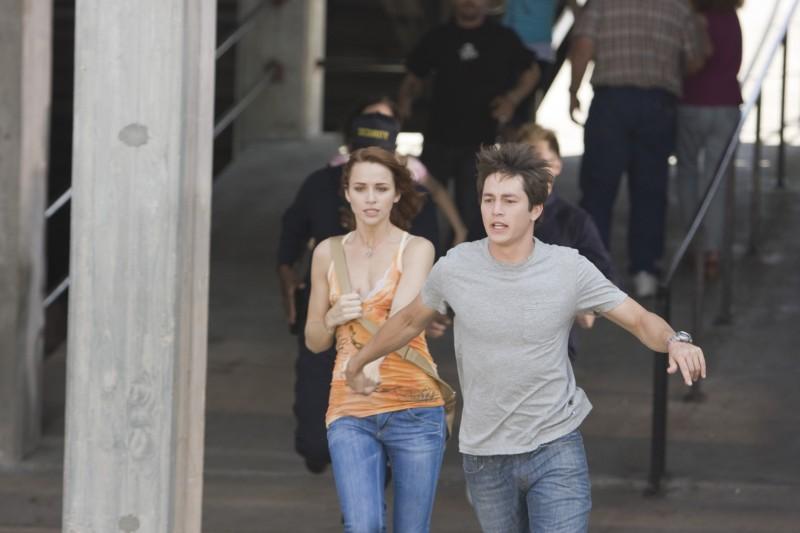 Lori (Shantel Vansanten) e Nick (Bobby Campo) in fuga dalla morte nell'horror The Final Destination 3D