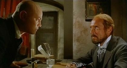 Luciano Catenacci con Piero Lulli in una scena del film Operazione paura