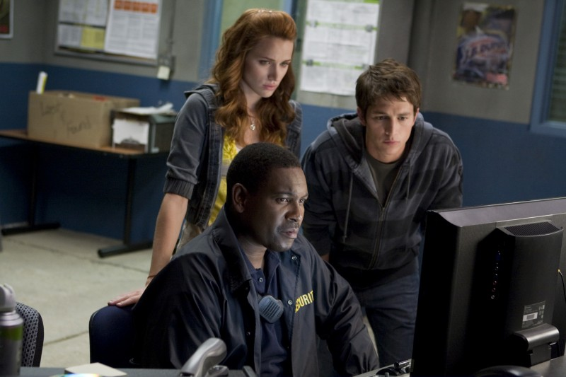 Mykelti Williamson, Shantel Vansanten e Bobby Campo in una scena dell'horror The Final Destination 3D