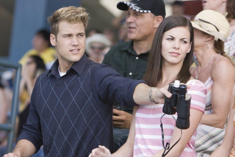 Nick Zano (Hunt) e Haley Webb (Janet) in una scena del film horror The Final Destination 3D