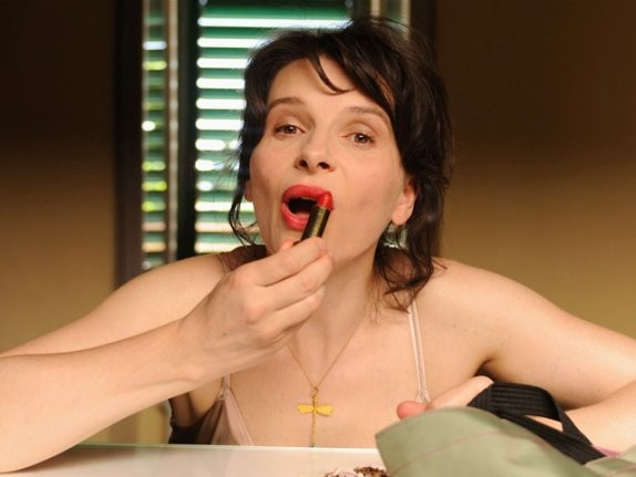 Una bizzarra immagine di Juliette Binoche dal film Copia conforme