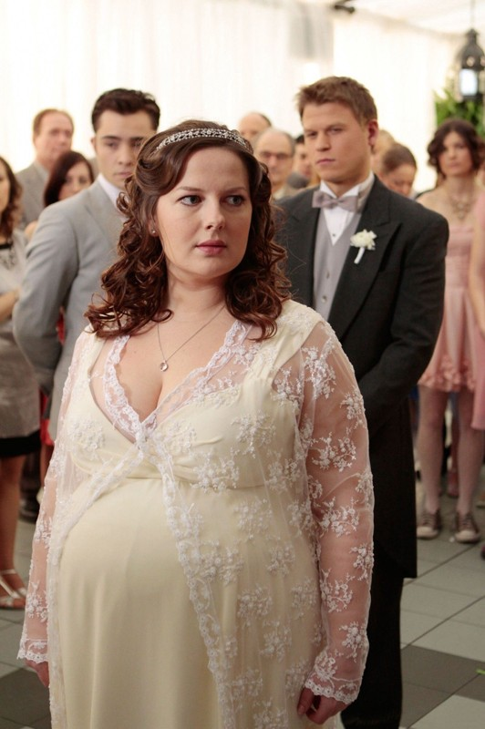 Una Dorota (Zuzanna Szadkowski) molto incinta, al proprio matrimonio nell'episodio The Unblairable Lightness of Being di Gossip Girl
