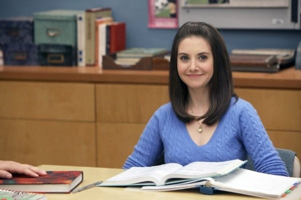 Alison Brie in una scena dell'episodio Investigative Journalism di Community