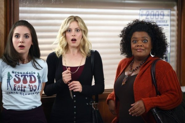 Community: Alison Brie, Gillian Jacobs ed Yvette Nicole Brown nell'episodio Politics of Human Sexuality