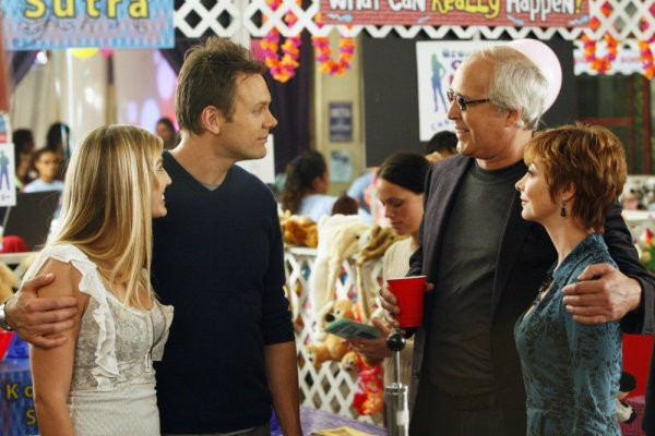 Community: Joel McHale, Sharon Lawrence e Chevy Chase nell'episodio Politics of Human Sexuality
