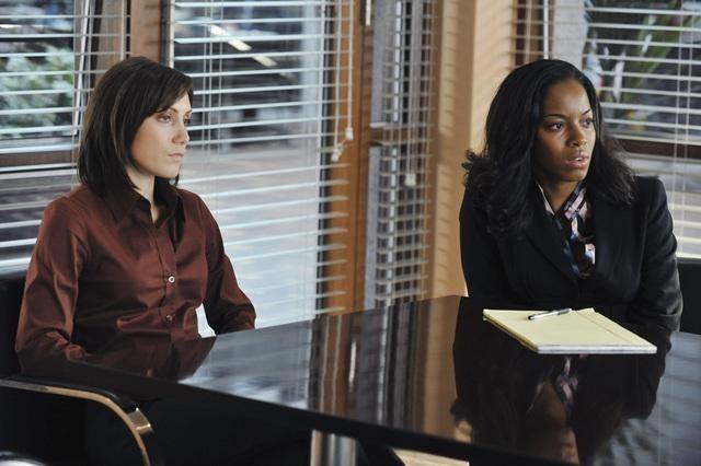 Flashforward: Amy Rosoff e Milauna Jemai in una scena dell'episodio Let No Man Put Asunder