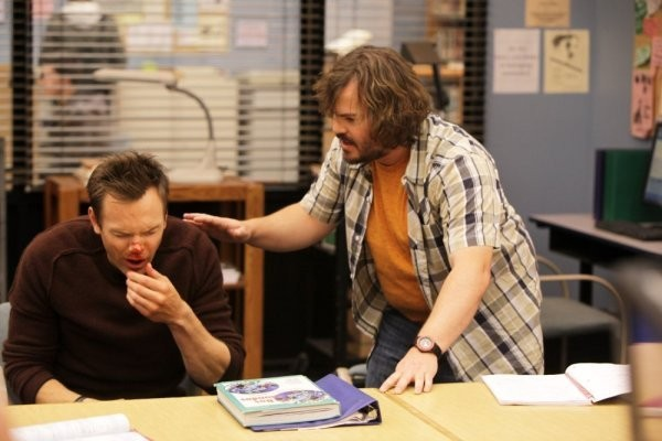Jack Black con Joel McHale nell'episodio Investigative Journalism di Community