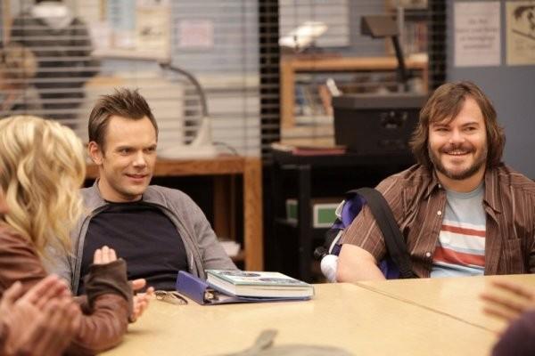 La guest star Jack Black con Joel McHale in una scena dell'episodio Investigative Journalism di Community
