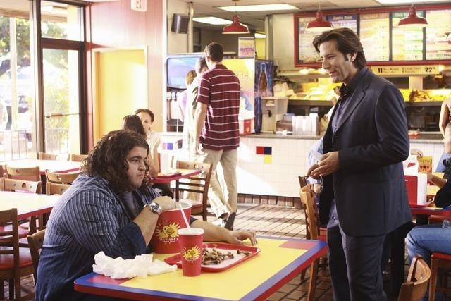 Lost: Henry Ian Cusick e Jorge Garcia nell'episodio Everybody Loves Hugo