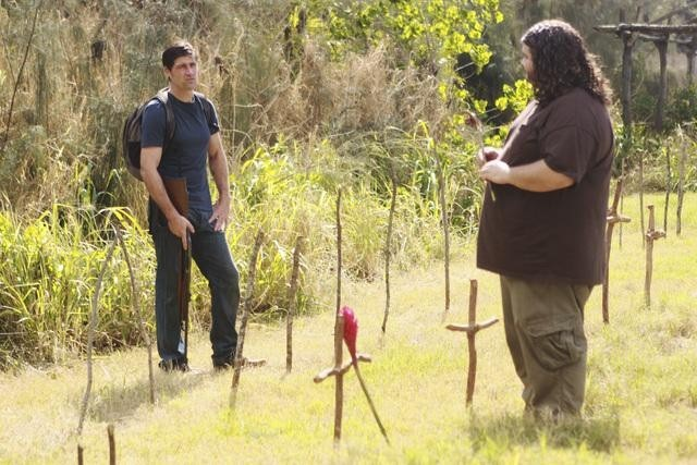 Lost: Jorge Garcia e Matthew Fox nell'episodio Everybody Loves Hugo