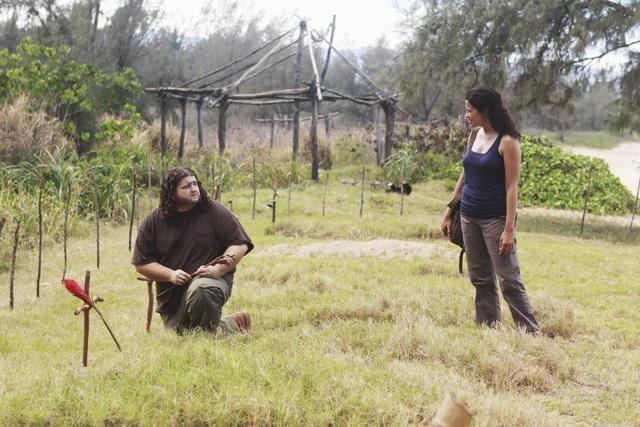 Lost: Jorge Garcia e Zuleikha Robinson in una scena dell'episodio Everybody Loves Hugo