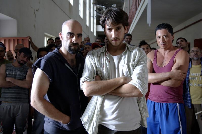 Luis Tosar, Alberto Ammann e Carlos Bardem in un'immagine promozionale del film Cella 211