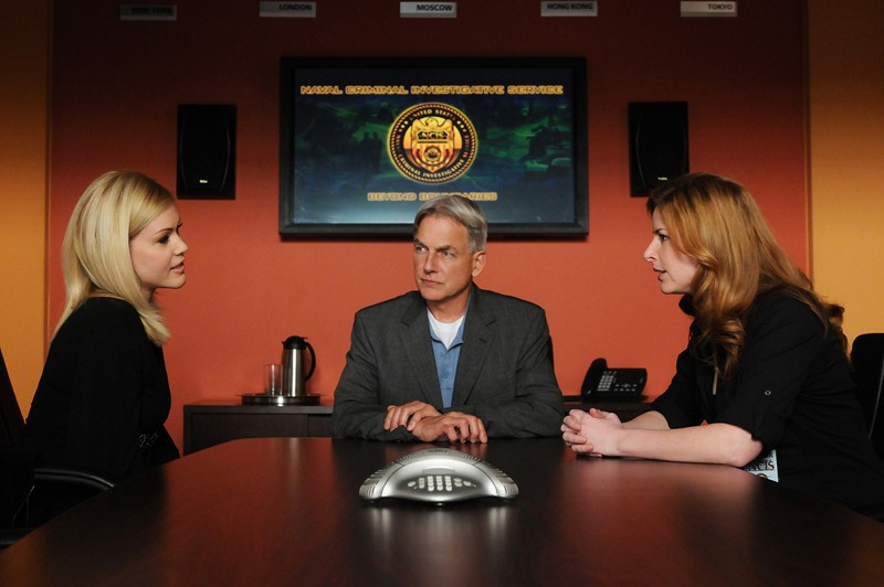 Missy Dawkins (Shanna Moakler), Gibbs (Mark Harmon) e l'Agente Speciale Abigail Borin (Diane Neal) nell'episodio Jurisdiction di Navy NCIS
