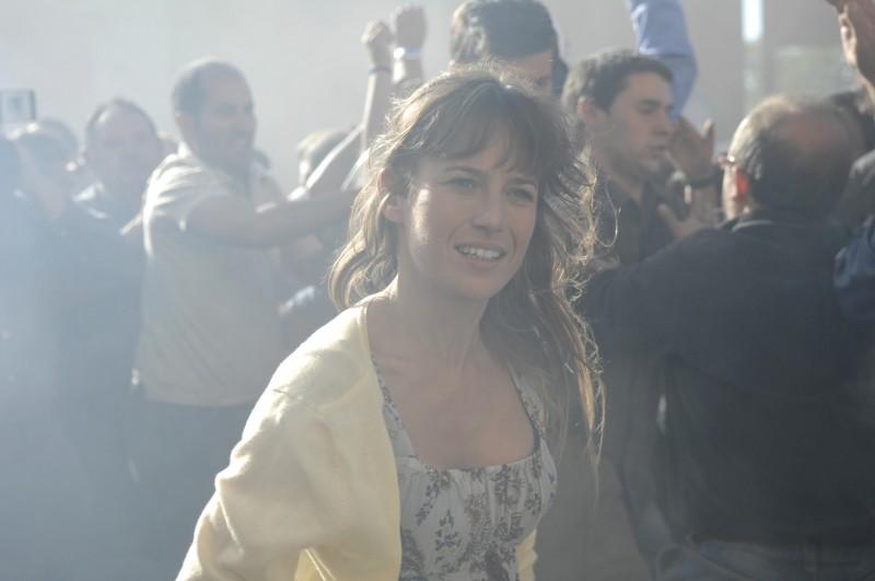 Ancora Marta Etura in un'immagine del film Cella 211