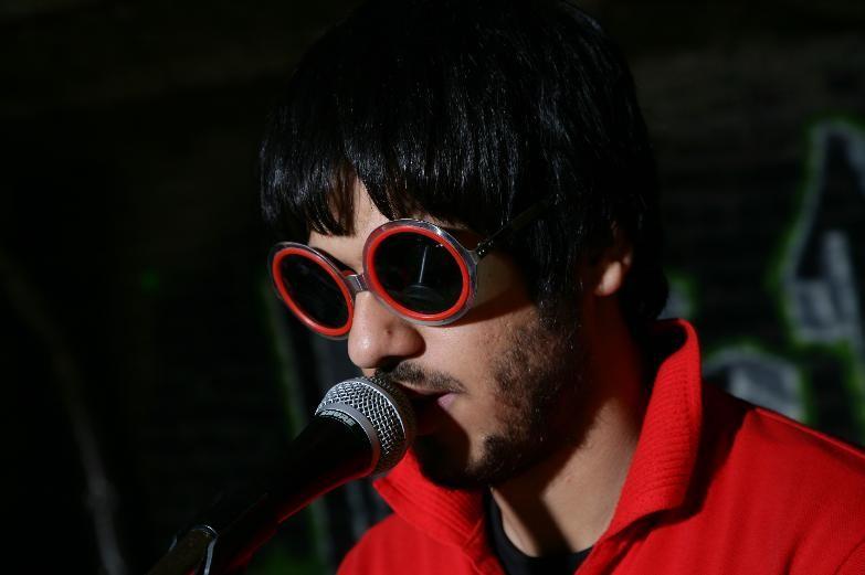 Ashkan Koshanejad in un'immagine del film I gatti persiani