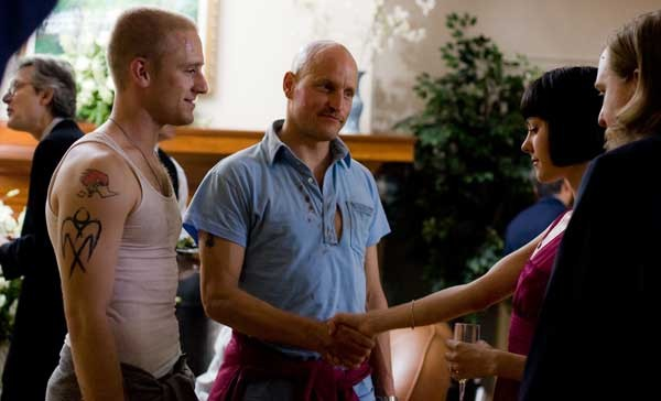 Ben Foster e Woody Harrelson in un'immagine del film The Messenger