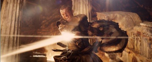 Perseo (Sam Worthington), mezzo uomo e mezzo dio, lotta per salvare la propria famiglia in Scontro tra titani 3D