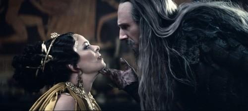 Polly Walker e Ralph Fiennes nel film Clash of the Titans