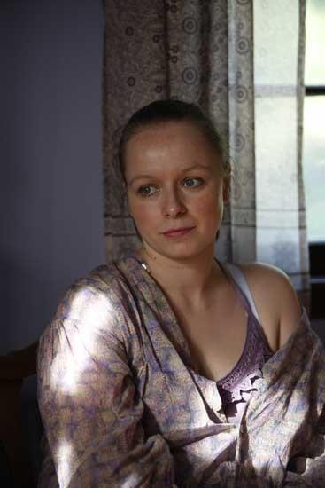 Samantha Morton è la vedova Pitterson nel film The Messenger