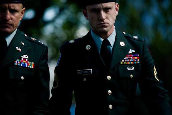 Woody Harrelson e Ben Foster in una scena del film The Messenger